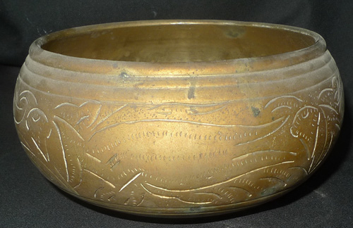 K7380-RE Bowl coming from a Buddha statue  Status : Inquire Click on picture for enlarge