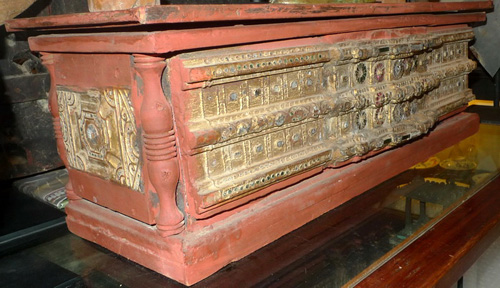 K8480-RE Temple Chest, can be open  Status : Inquire Click on picture for enlarge