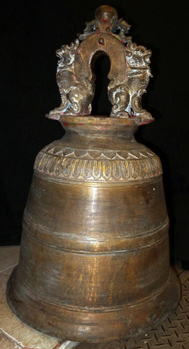 Giant temple bell