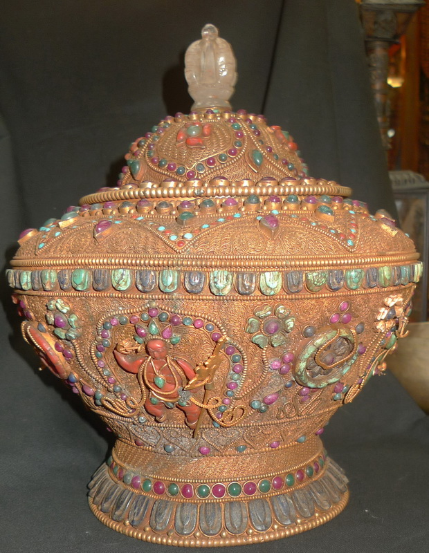Jewels bowl with deities