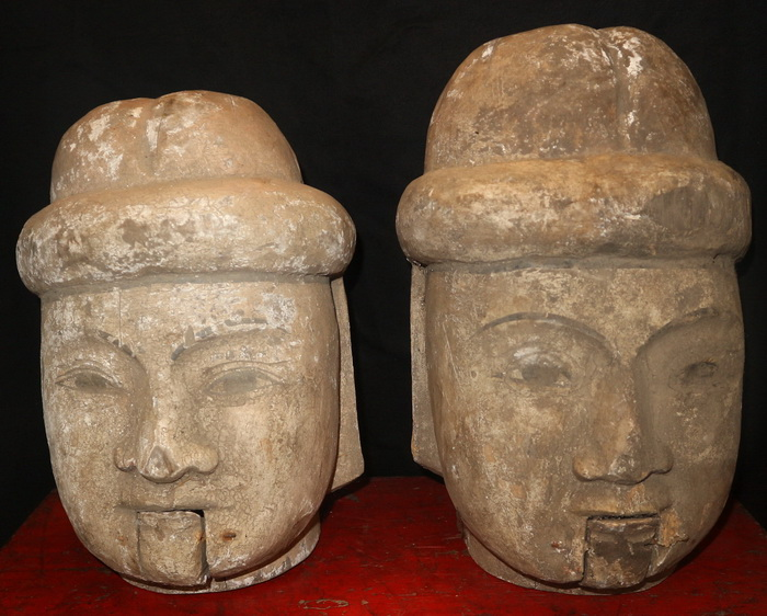 Pair of marionnette heads