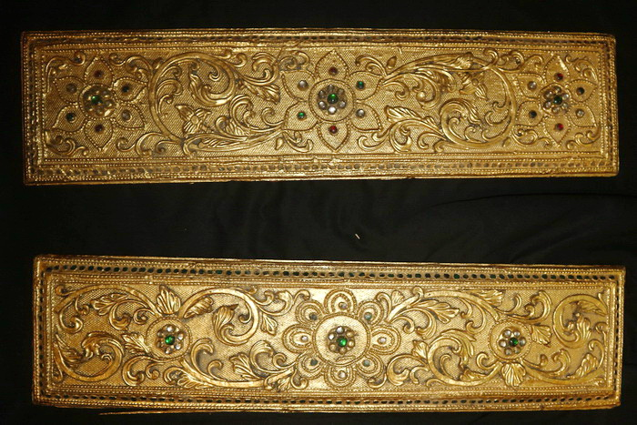 M1200-RE Pair of Buddhist bible covers  Status : Inquire Click on picture for enlarge