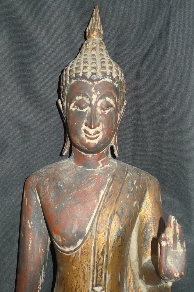 Walking Sukhothai Buddha