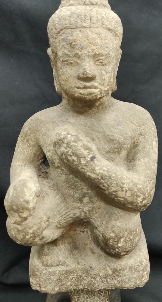 Sitting Khmer deity - guard