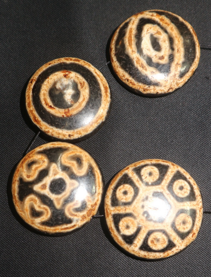 Set of 4 beads -  tza tza gau