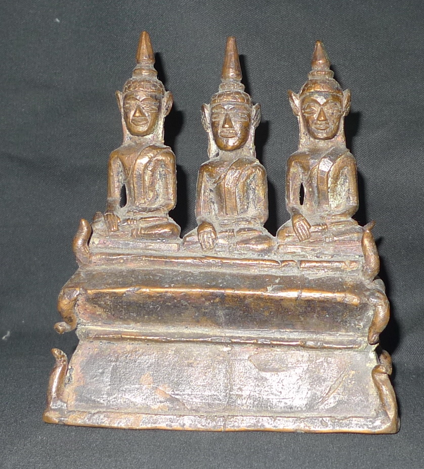 Buddha trio on nase