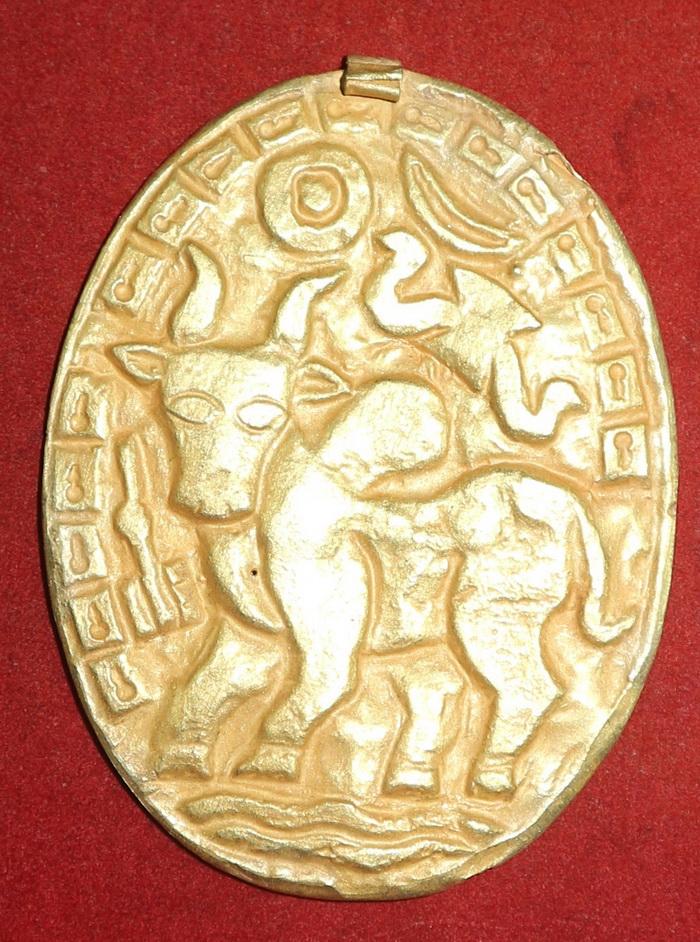 Puy period, Vishnu amulet