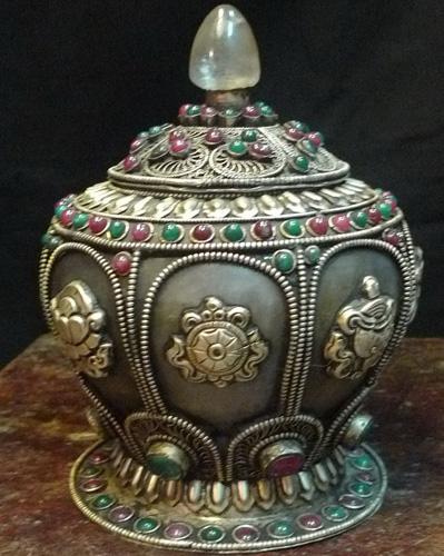 DeLuxe vase