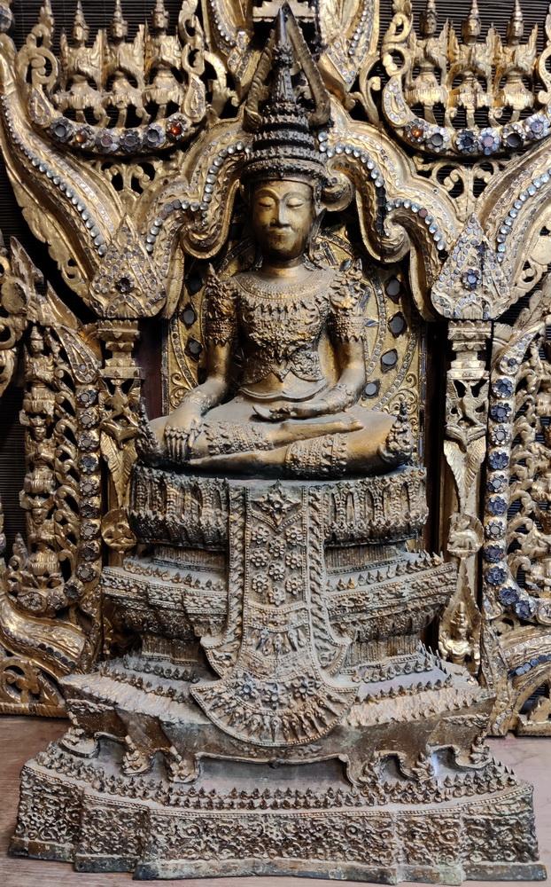 Royal Ratanakosin Buddha on base