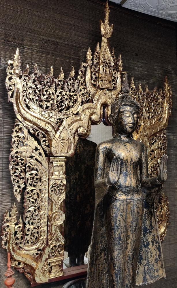 Giant temple miror